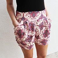shorts verano algodón blancos con motivos azul y grana
