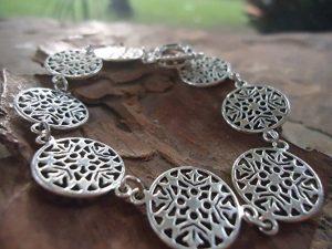 pulsera plata con mandalas engarzados