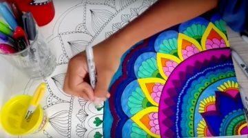 pintando un mandala con rotuladores