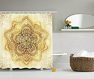 Cortina de baño con mandala en una pieza dorado sobre fondo blanco