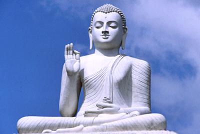 Buda sentado al aire libre